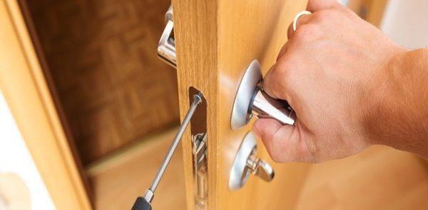 locksmith repairing home security