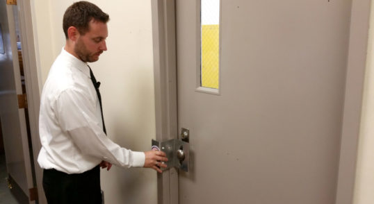 locksmith testing office door lock